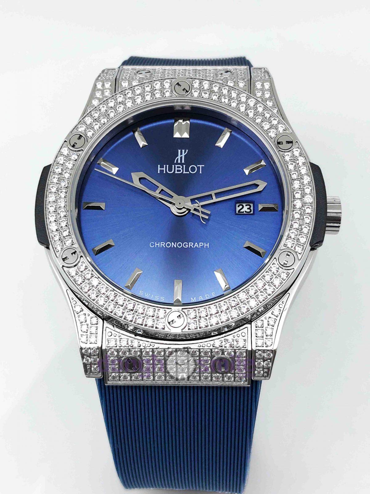 Nên phối đồng hồ Hublot dây xanh với trang phục nào