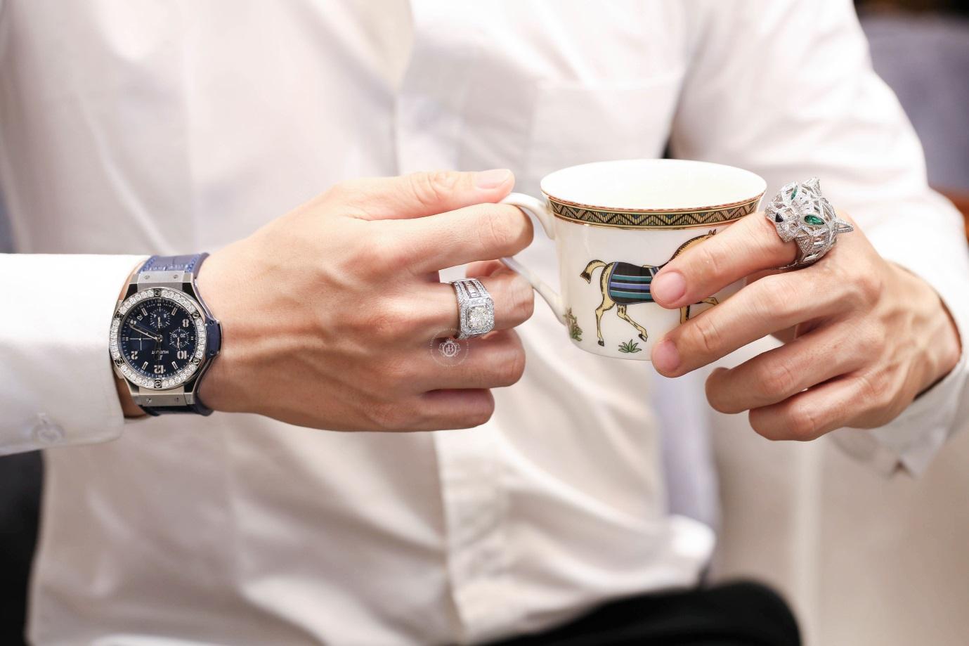 Cách đeo đồng hồ Hublot và phối hợp cùng các trang phục chuẩn nhất