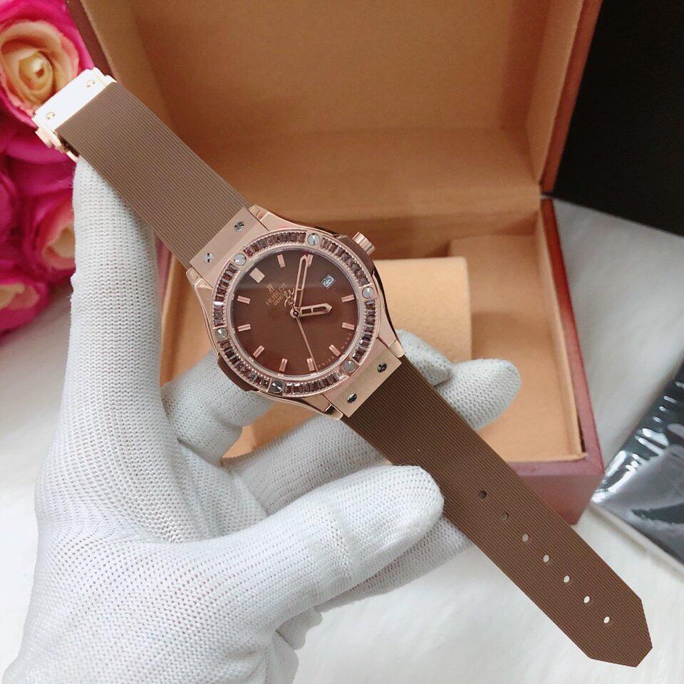 Đồng hồ Hublot màu nâu có nhiều kiểu không?-1