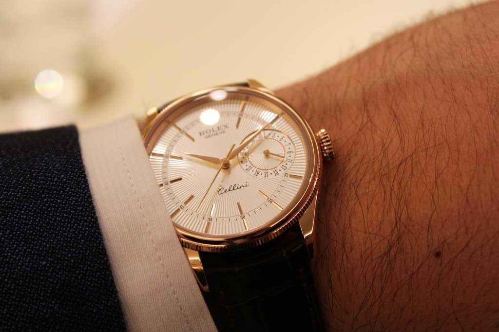 Đồng hồ Rolex Oyster Perpetual Datejust dây da có gì đặc biệt?