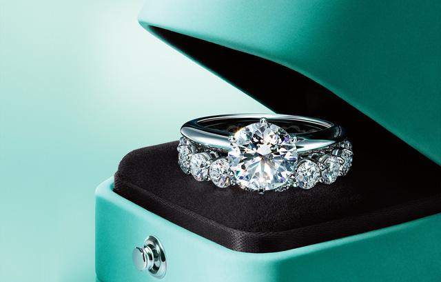 Nhẫn kim cương Tiffany & co biểu tượng cho tình yêu trường tồn