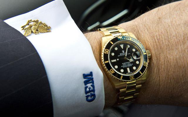 Tại sao đồng hồ Rolex lại đắt đỏ đến vậy?