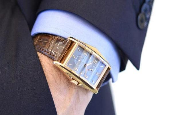 Đồng hồ patek philippe mặt vuông có đặc điểm gì?