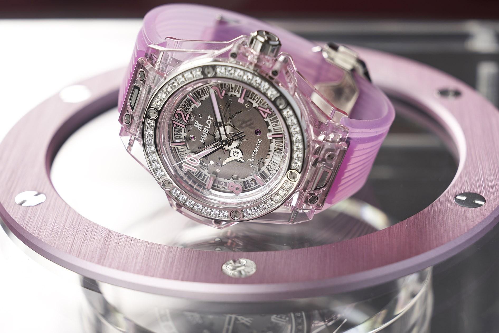Chiêm ngưỡng đồng hồ Hublot màu hồng Big Bang One Click With Pink Sapphire and Diamonds
