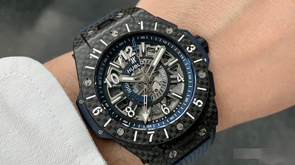Tìm hiểu chi tiết đồng hồ Hublot Big Bang Unico GMT Carbon