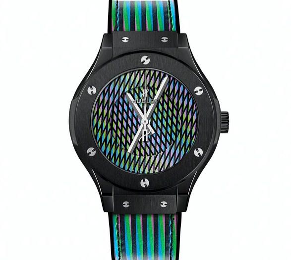Sự mới mẻ và độc đáo của đồng hồ Hublot Classic Fusion Cruz-Diez