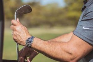 GÓC GIẢI ĐÁP: Có nên đeo đồng hồ khi chơi Golf không?
